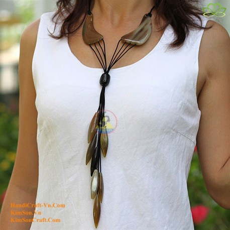 Natural circle horn necklace - Model 0019