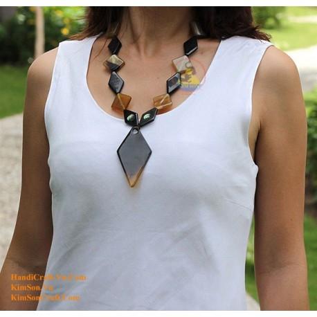 ЦВЕТОК Природный рог ожерелье - Модель 0049