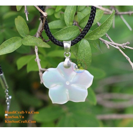 FLOWER Handmade Natural Mother of Pearl Pendant Necklace