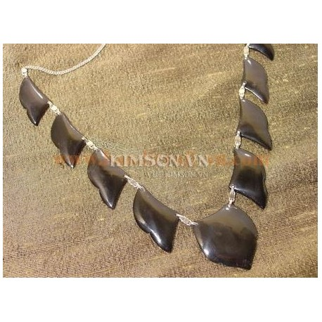 Exquisite Handmade Natural Shell Pendant Necklace