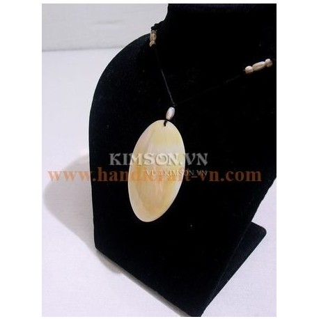 Pendant oval white mother of pearl